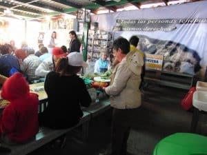 Sabbatical Participants serving migrants dinner